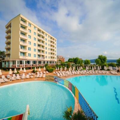 hotel-perla-beach-fasade-hotelsperla-gallery-01