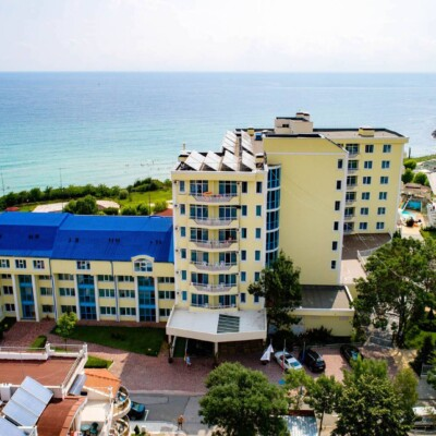 hotel-perla-beach-fasade-hotelsperla-gallery-02