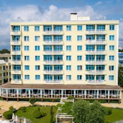 hotel-perla-beach-fasade-hotelsperla-gallery-05
