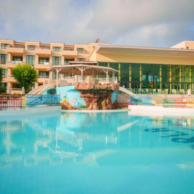 hotel-perla-luxury-fasade=hotelsperla-gallery-01